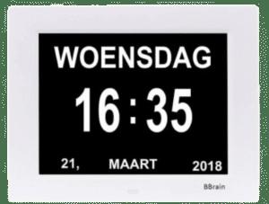 kalender en klok voor een ouder iemand